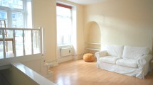 Camden High Street, NW1 £425PW